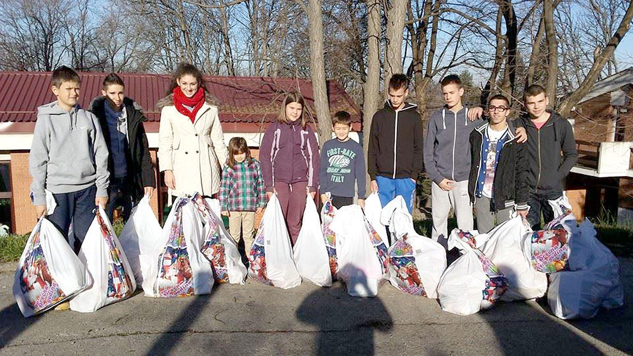 Champ 07 - Donacija novodisnjih paketica za Decje selo 01